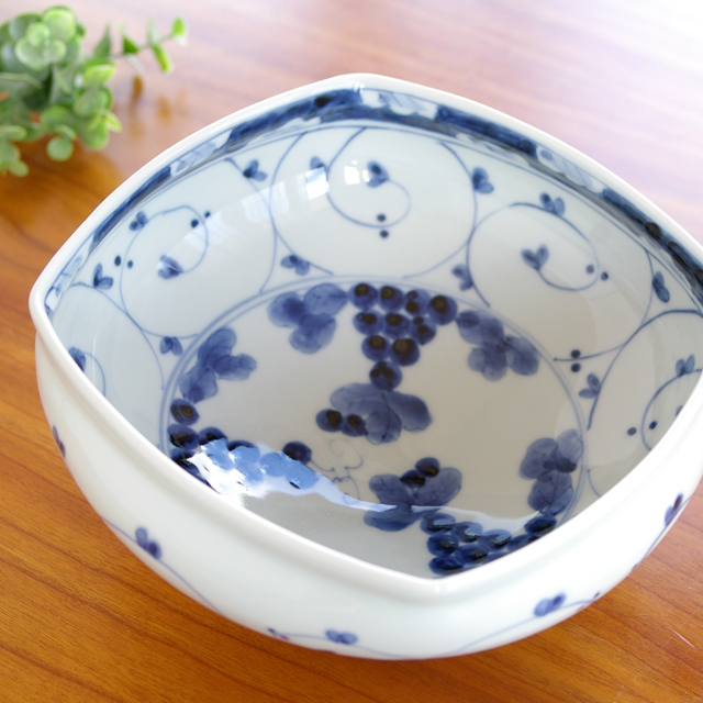【和食器通販ショップ 藍土な休日】 皓洋窯 染付ぶどう手づくり四方鉢